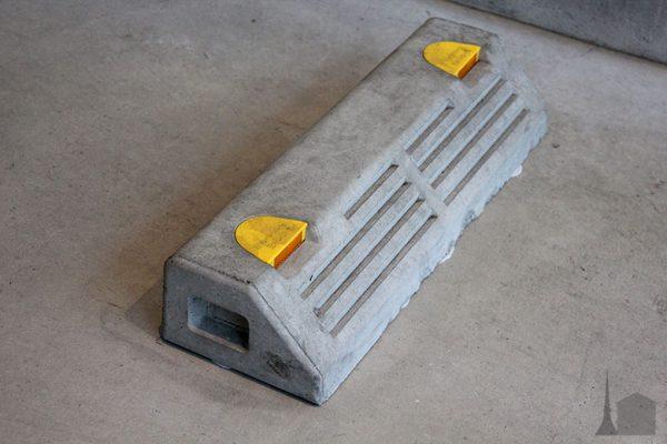コンクリート地面と接着